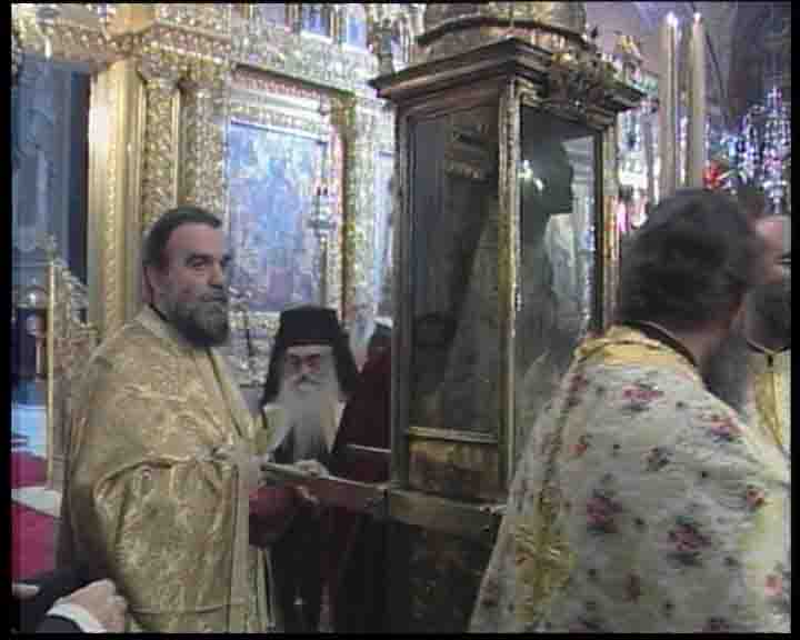 Μέγας Εσπερινός - Ι. Μ. Στροφάδων - Ζακύνθου - Περιφορά του Σεπτού Λειψάνου του Αγίου Διονυσίου μέσα στο Ναό.